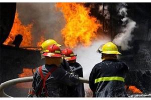 انبار 4 هزار متری ضایعات پلاستیکی آتش گرفت