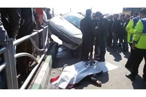 مرگ عابر پیاده با بی  احتیاطی  راننده پژو 206/حادثه در ایستگاه اتوبوس