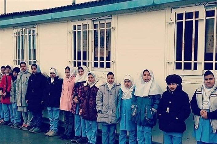 اهدای ۲۱۰ هزار  دست لباس نو به مستضعفان