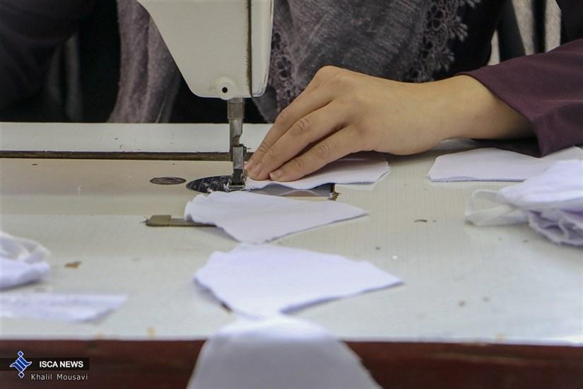 کارگاههای تولید ماسک توسط جمعی از خانوادههای کارکنان ارتش