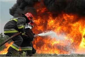 آتش سوزی خودرو در پارکینگ مجتمع ۵۴ واحدی در شهرری