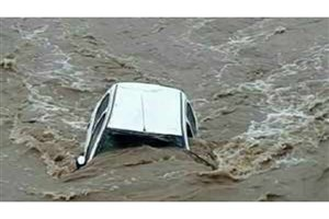 نجات یافتن همه خودروهای  گرفتار در سیلاب رود دره پرند/خسارت جانی نداشتیم