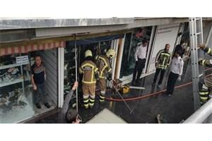 مجتمع تجاری در فلکه صادقیه آتش گرفت