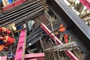 سقوط اسکلت فلزی بر روی 2 کارگر جوان در خیابان برزیل+عکس