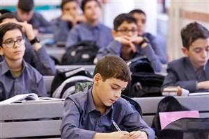 سازگاری نوجوانان با تغییر ناگهانی روند آموزشی زمانبر است/ مشکل دانشآموزان کمبضاعت برای تهیه تبلت و تلفن همراه