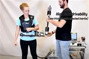 اختراع بازوی رباتیک با قابلیت برداشتن اشیا