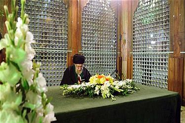 Leader of the Islamic Revolution Ayatollah Seyyed Ali Khamenei pays homage to Imam Khomeini, the late founder of the Islamic Republic, at the Imam's Mausoleum in Tehran, on January 31, 2018. (Photo by IRNA)