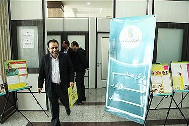 در این مراسم که از ساعت 9 صبح امروز و با حضور یک تیم 10نفره از سازمان انتقال خون ایران برگزار شد تعداد 60 نفر از کارمندان سازمان مرکزی دانشگاهآزاد اسلامی خون خود را اهدا کردند.