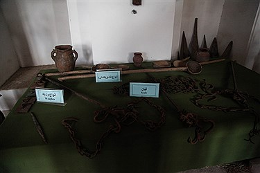 عمارت آصف که با نام خانه کرد در سنندج معروف است، به عنوان نمادی از هویت فرهنگی اقوام کرد و گنجینه مردمشناسی مردم کرد از با ارزشترین آثار فرهنگی و تاریخی کردستان است. عمارت آصف که امروز در برگیرنده بخشی از پروژه فرهنگی خانه کرد، شامل فضاها و غرفههای نمایشی موزهاست، که یکی از قدیمیترین بناهای شهر سنندج محسوب میشود و در خیابان شاپور، نزدیک مسجد دارالاحسان قرار دارد. این عمارت توسط «آصف اعظم» (میرزا علی نقی خان لشکر نویس) در دوره صفویه احداث شد.