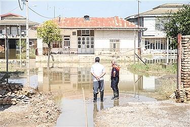 با گذشت هفده روز از وقوع سیل، تعدادی از روستاهای شهرستان آققلای استان گلستان همچنان در محاصره آب قرار دارند که زندگی مردم این مناطق را از وضعیت عادی خارج کرده است.
