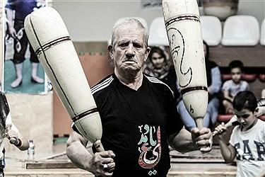 عزیز الله فتاحی متولد 1327  در تویسرکان  به دنیا آمد و از سال 1343  در زورخانه مرشد حسن خوش اندام شروع به ورزش کرد سال 1347 به خدمت نیروی هوایی درامد  و در اسایشگاه پادگان تمرین میکرد و بعد از انتقال به پایگاه ششم شکاری بوشهر با همکاری فرمانده پادگان  یک زور خانه درست کردند و  او دوباره به تمرین مشغول شد   در سال 59 که به تهران منتقل شد در زور خانه های مختلفی به ورزش ادامه داده  و در سال 86 زورخانه وحدت را  افتتاح کرد  و مشغول به آموزش در مقطع سنی نونهالان و نوجوانان در حضور والدین شد  که مورد استقبال فدارسیون پهلوانی و زور خانه قرار گرفت وی در حال حاضر رییس هیت شمال شرق تهران و دبیر استان تهران میباشد .