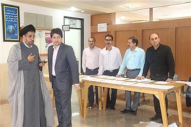 آزمون  جامع دکترای دانشگاه آزاد اسلامی استان یزد امروز صبح با آزمون کتبی در واحد یزد شروع شد.