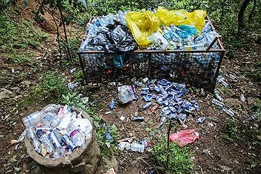 قرار ندادن سطل زباله های متعدد در طبیعت توسط مسولین ما را با چنین صحنه های مواجه خواهد کرد.