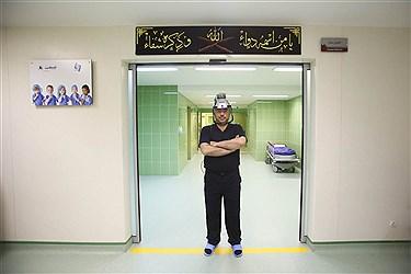 دکتر افشین طاهری اعظم متخصص ارتوپدی، جراح هیپ و لگن و استادیار دانشگاه علوم پزشکی.