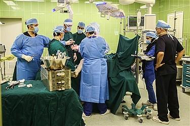 بیمارستان 320 تختخوابی فرهیختگان بزرگترین بیمارستان شمال غرب تهران است که در انتهای بزرگراه شهید ستاری روبروی سازمان مرکزی دانشگاه آزاد اسلامی واقع شده است. 