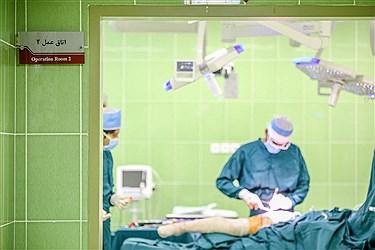 جراحی تعویض مفصل لگن نه تنها باعث درمان کامل پا درد بلافاصله بعد از جراحی میشود، بلکه بیمار را از معلولیت و صندلی چرخدار نیز خلاص میکند