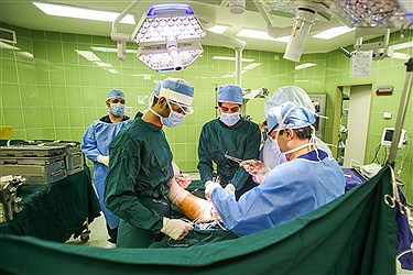 عمل جراحی تعویض مفصل ران در بیمارستان فرهیختگان