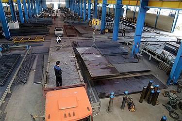 ورود آهنهای خام برای برش و کار در کارخانه سازههای فلزی