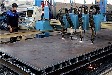 برش آهن خام برای ساخت ستونهای ساختمانی