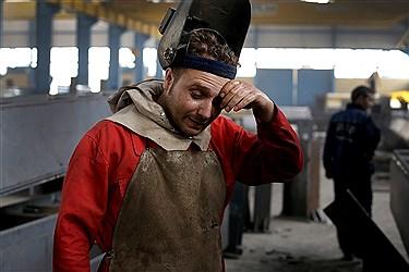 وقفه و درآوردن خستگی کارگران در هنگام  کار سنگین جوشکاری حرفی